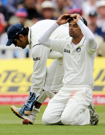 Dravid wonders how the catch off Bell popped out of his hands