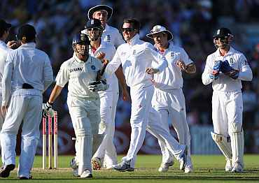 Graeme Swann celebrates after picking up Sachin Tendulkar