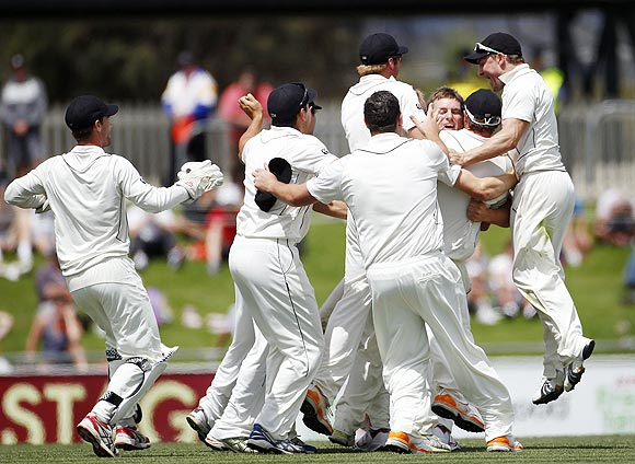 New Zealand players celebrate after beating Australia in the second Test on Monday