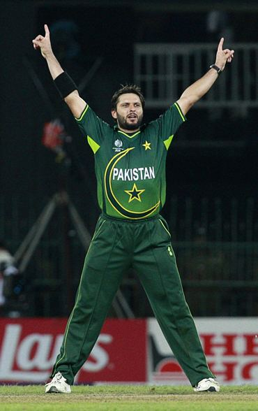 Shahid Afridi celebrates after picking his fourth wicket against Sri Lanka