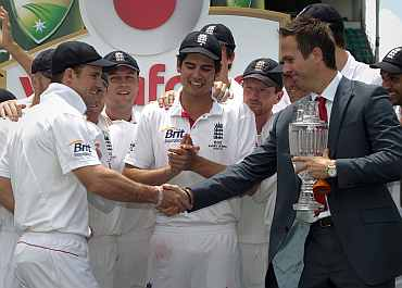 English captain Strauss receives the winner's urn from former captain Vaughan in Sydney