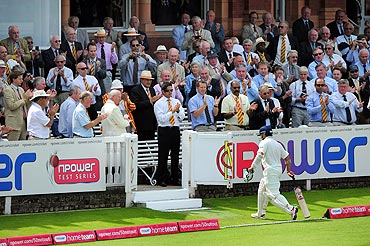 Despite his failures in the Test, the Lord's crowd saluted Sachin with standing ovations