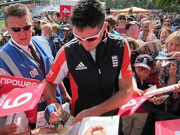 Kevin Pietersen signs autographs before the play