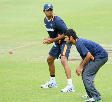 Unadkat trains with Cheteshwar Pujara during India's tour of South Africa at Kingsmead in December 2010