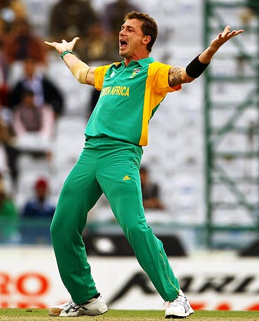 Dale Steyn celebrates the wicket of Ryan ten Doeschate