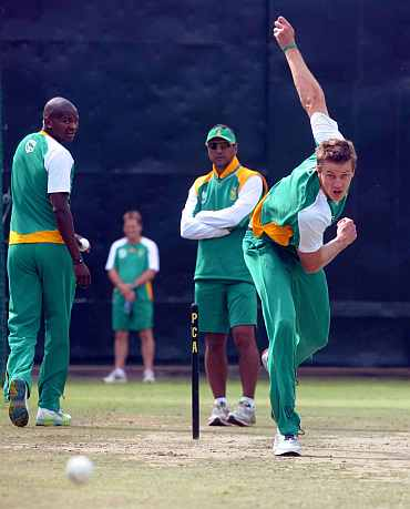 Morne Morkel bowls during a practice session