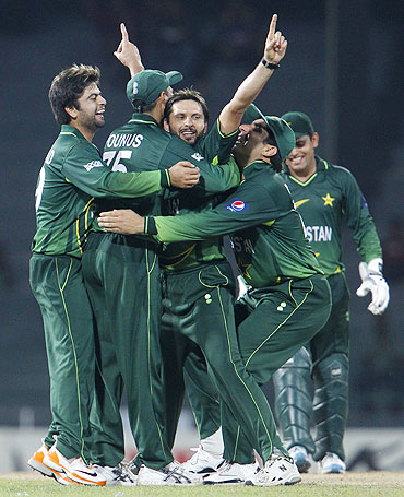 Pakistan's captain Shahid Afridi (centre) is congratulated by his teammates