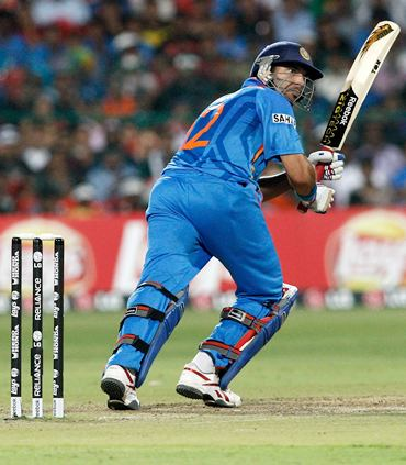Yuvraj on way to his fifty