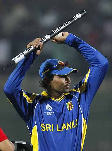 Tillakratne Dilshan walks back to the pavillion after winning his match against Zimbabwe