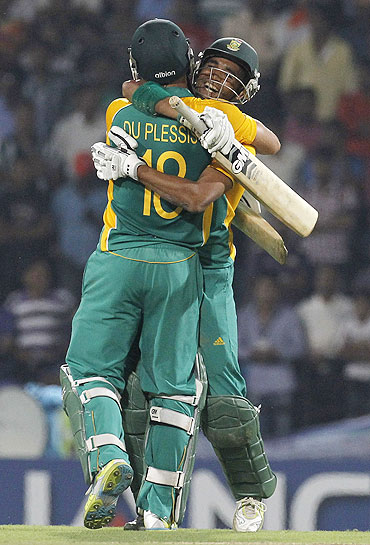 South Africa's Faf du Plessis hugs teammate Robin Peterson (right) after defeating India