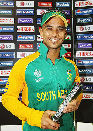 JP Duminy with the Man of the Match award