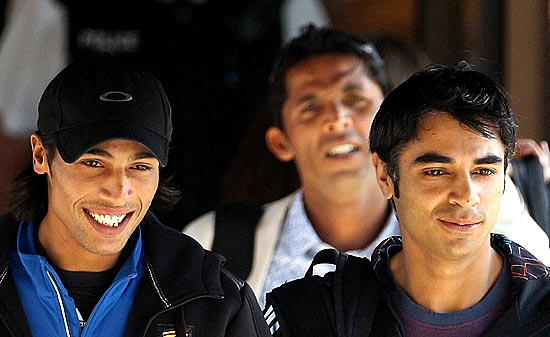 Mohammad Amir (left), Mohammad Asif (behind) and Salman Butt