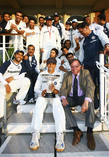 Rahul Dravid holds the Pataudi trophy as Indian players celebrate their series win against England with Tiger Pataudi at the Oval on August 13, 2007