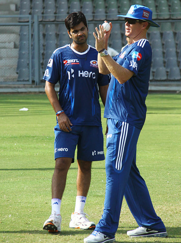 RP Singh gets tips from Shaun Pollock at a Mumbai Indians training session