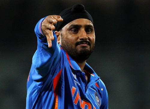 Bhajji gives thumbs down to Wankhede wicket