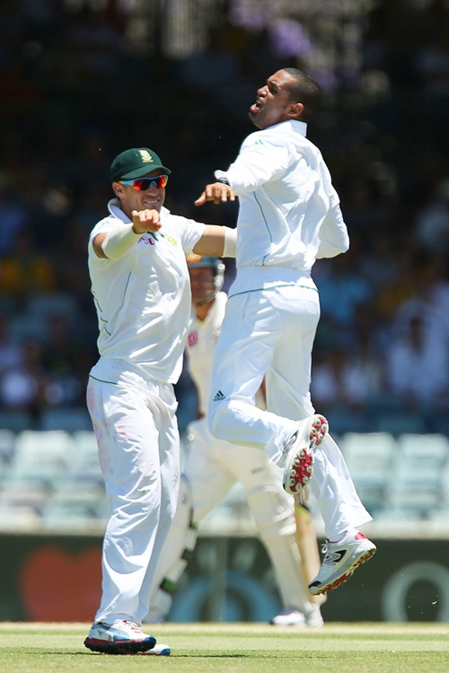 Robin Peterson of South Africa celebrates the dismissal of Ricky Ponting