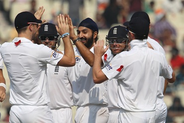 Monty Panesar gets a high-five from his teammates