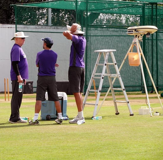 Gautam Gambhir and Ishant Sharma in discussion with coach Duncan Fletcher