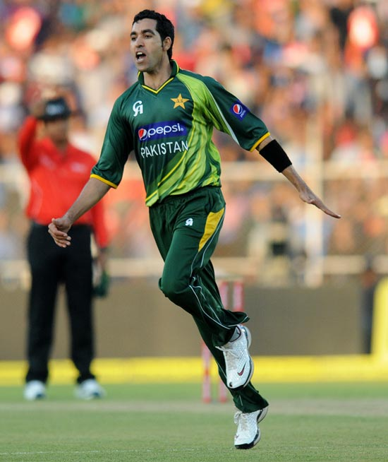 Umar Gul celebrates after picking up the wicket of Gautam Gambhir