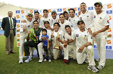 The Pakistan team celebrates with the trophy after winning the third Test and the series against England on Monday