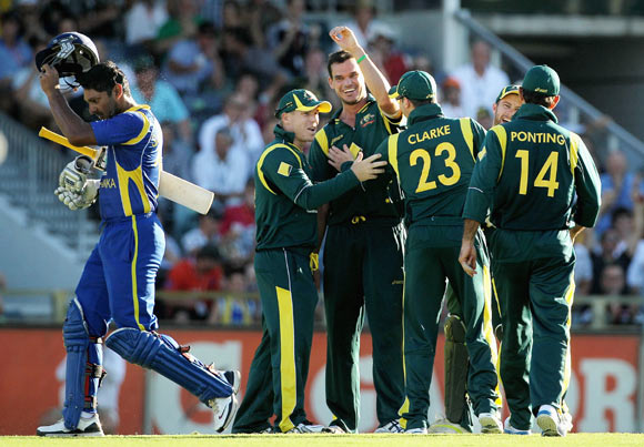 Clint McKay celebrates with team mates after running out Kumar Sangakkara on Friday
