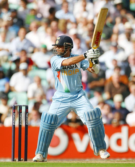 Sachin Tendulkar hits out during the sixth ODI against England at the Oval in London, on September 5, 2007