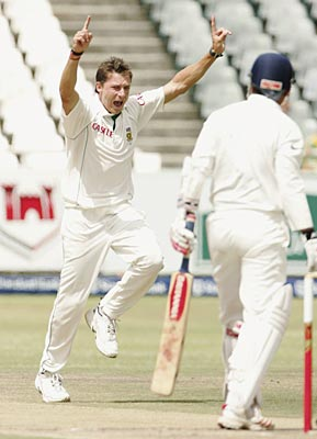 South Africa's Steyn leads the bowlers' list