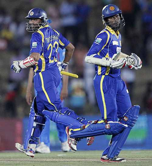 Sri Lanka's Tillakaratne Dilshan (L) and Upul Tharanga run between wickets during their second one-day in Hambantota