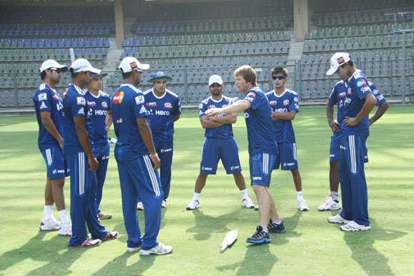 Kolkata look to arrest slide against Mumbai