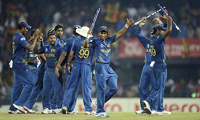 Spinners star as Sri Lanka edge Pakistan to make final