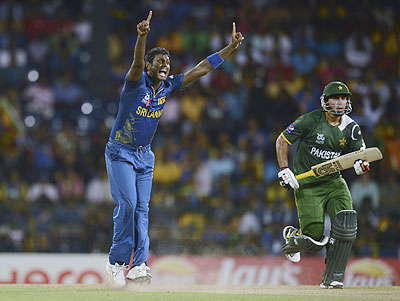 Sri Lanka's Angelo Mathews appeals to dismiss Pakistan's Nasir Jamshed (right) on Wednesday