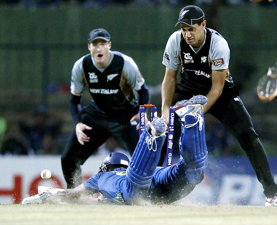 Ross Taylor (right) runs out Lahiru Thirimanne