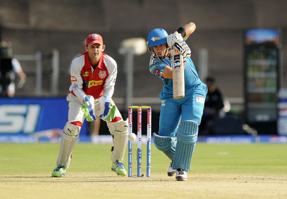 Ross Taylor of Pune Warriors bats