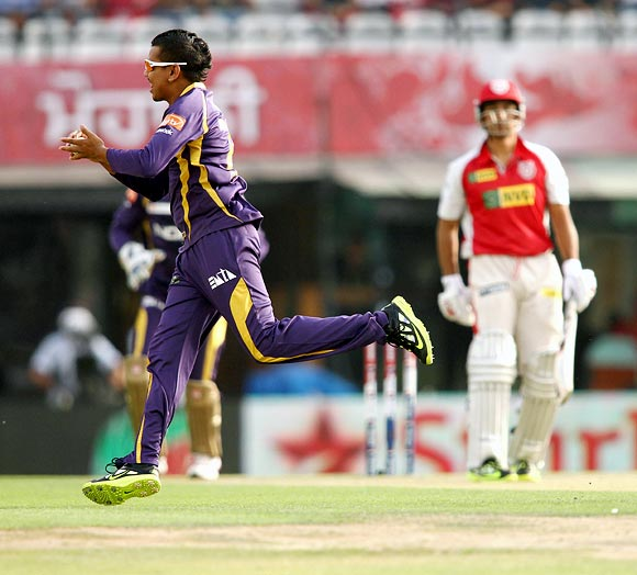 Narine takes a return catch to dismiss Azhar Mahmood