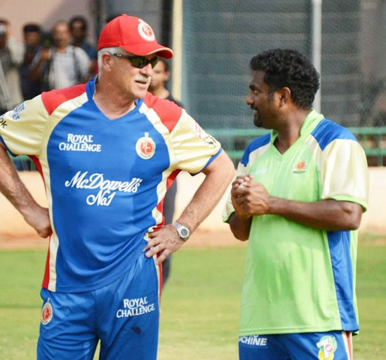 RCB coach Ray Jennings with Muthiah Muralitharan
