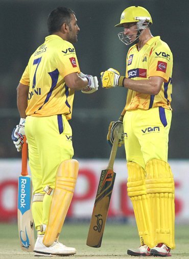 MS Dhoni and Mike Hussey