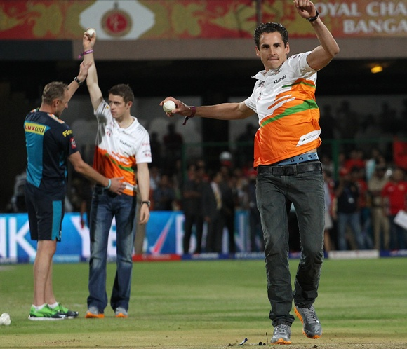 PHOTOS: Force India drivers turn bowlers at IPL