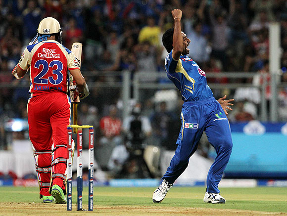Dhawal Kulkarni celebrates at the dismissal of Dilshan