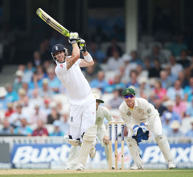 Kevin Pietersen hits a boundary as Australian wicketkeeper Brad Haddin watches on Day 3 of the 5th Ashes Test on Friday