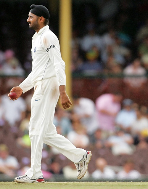 'Australia's left-handers will find trouble with Ashwin and Harbhajan'
