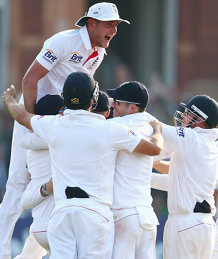 England's Stuart Broad celebrates with his teammates after Graeme Swann takes the final wicket