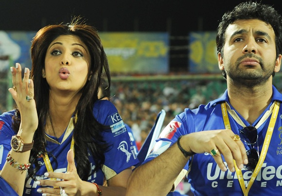 Raj Kundra with wife Shilpa Shetty during an IPL match