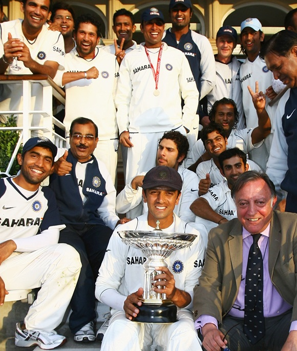 Rahul Dravid of India holds the Pataudi trophy