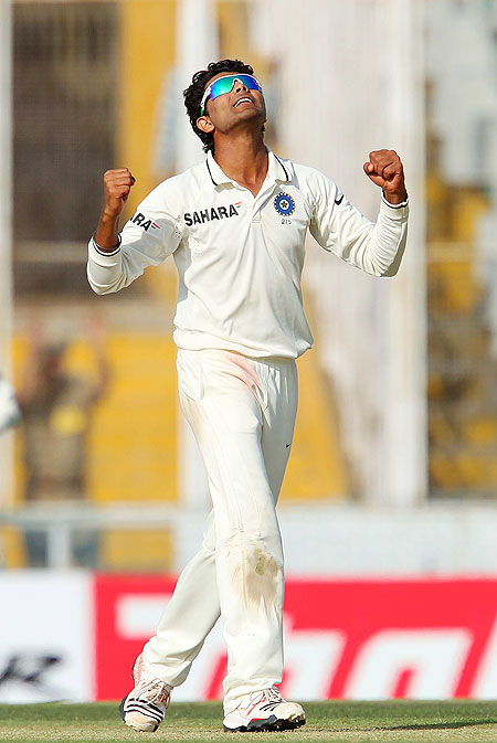 Ravindra Jadeja celebrates the wicket of Peter Siddle
