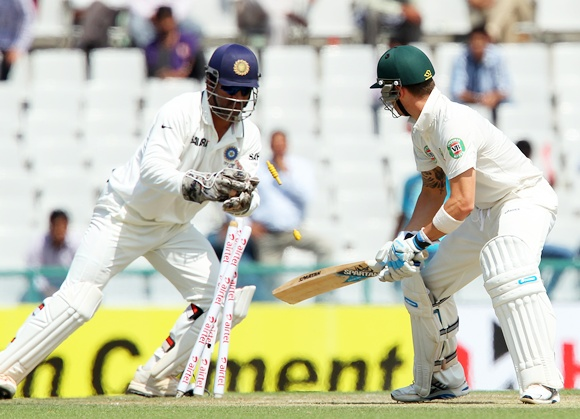Dhoni stumps Michael Clarke
