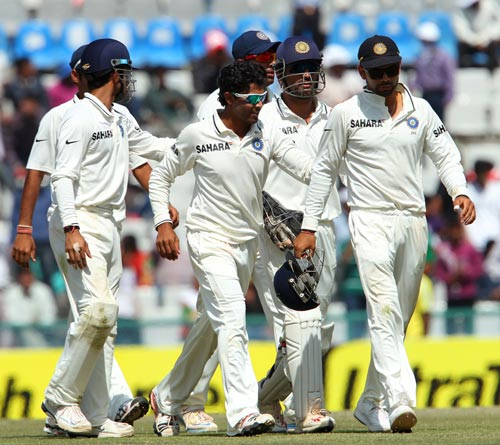 Indian team walks back to the pavillion