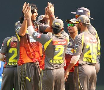 IPL: Ishant, Dhawan help Hyderabad thrash Mumbai