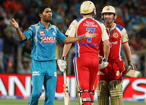 IPL PHOTOS: Pune Warriors vs Royal Challengers Bangalore