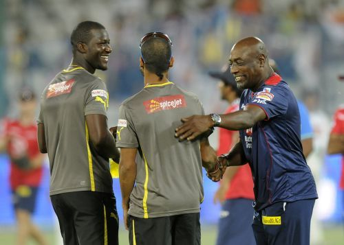 Darren Sammy with teammate Shikhar Dhawan and Viv Richards during his days with Sunrisers Hyderabad