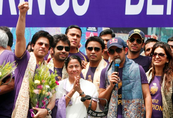 Gambhir celebrates KRR's triumph in the last edition of the IPL with Shah Rukh, Mamata Banerjee and Juhi Chawla